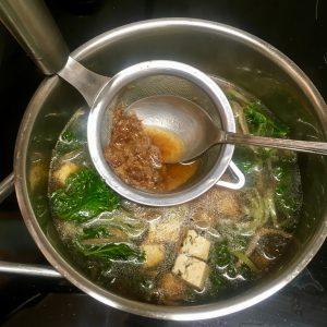 preparando Sopa de miso